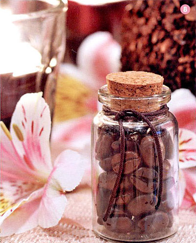 mini-bottle-coffee-bean-wedding-favor